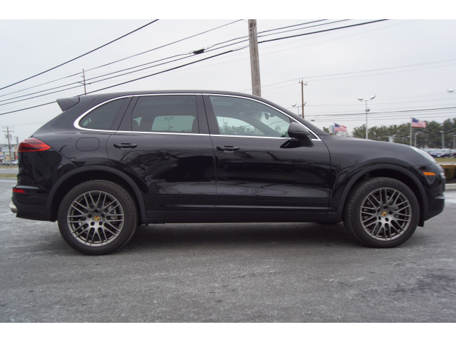 Pre-Owned 2017 Porsche Cayenne S S