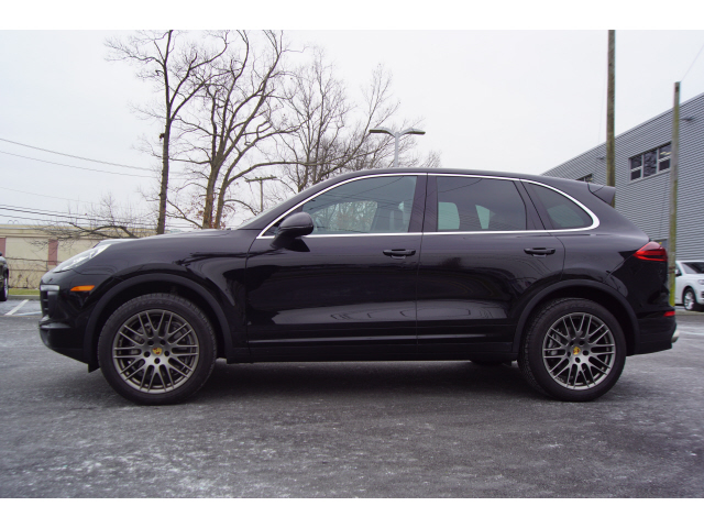 Pre-Owned 2017 Porsche Cayenne S
